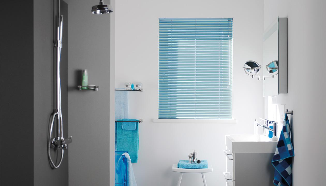 Aluminium jaloezieën, ideale keuze voor een badkamer.