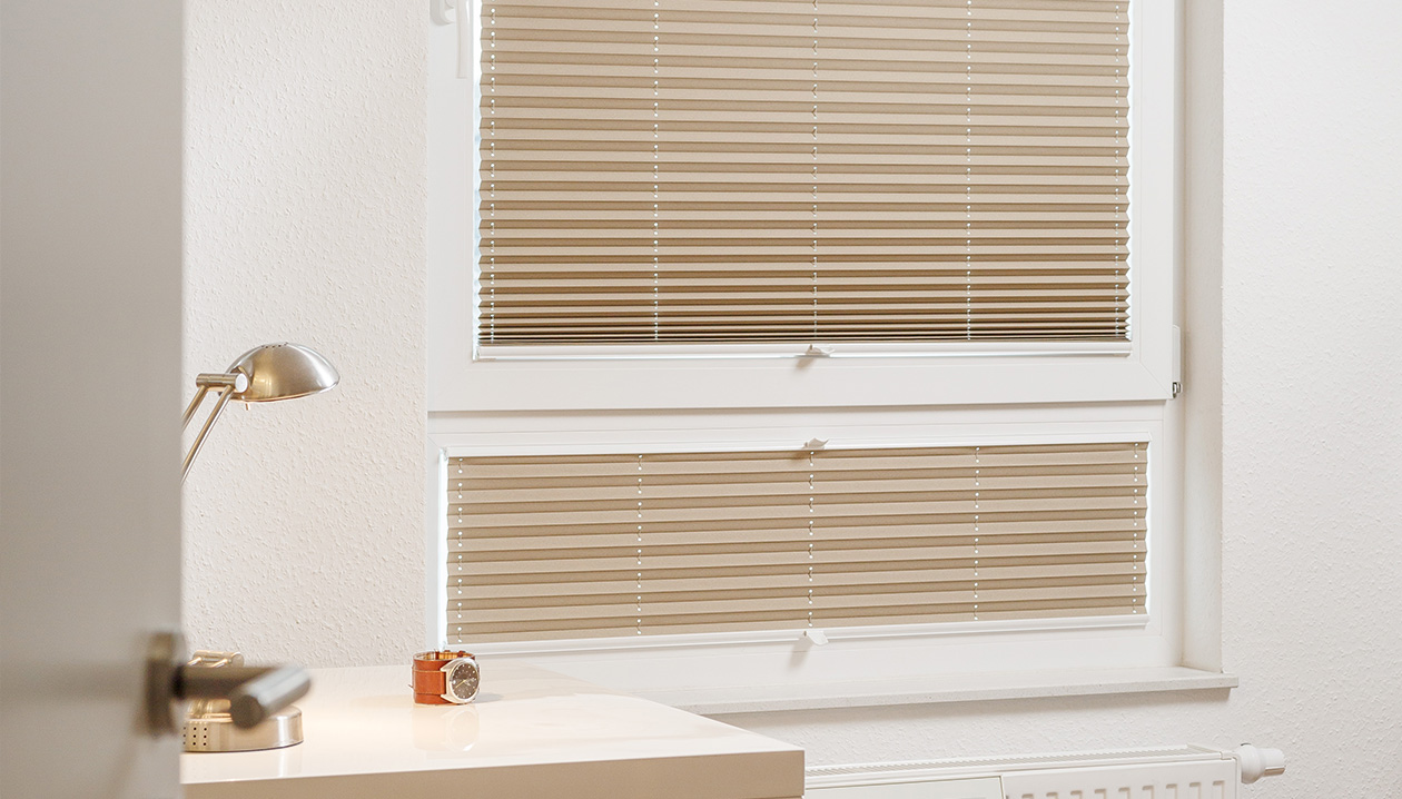 Pleated blinds with child safe command